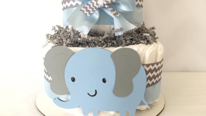 Что подарить новорожденному - торт из памперсов