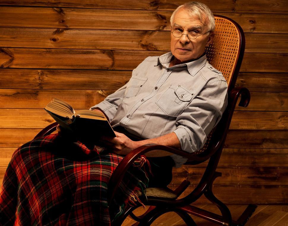 Кресло-качалка - отличный подарок дедушке на Новый год