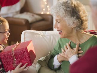 Что подарить бабуле на новый год
